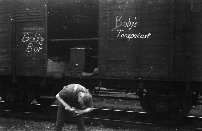 Becher, Bobby Bar, Bobys Tanzpalast, Güterzug, Schienen, zug