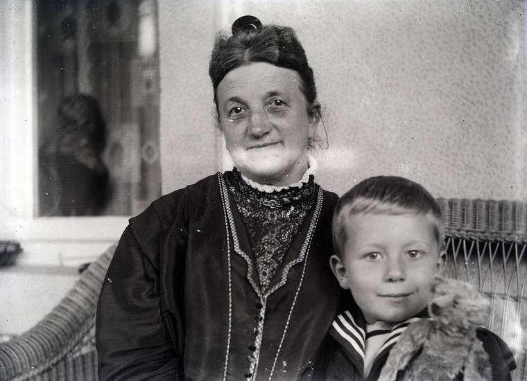 Bank, Kindheit, Teddy