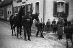 Mit Pferden vor dem Gasthaus