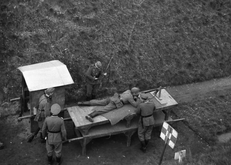 Brett, Gewehr, Schießstand, soldat, Uniform, Wehrmacht, wehrmachtssoldat, zweiter weltkrieg