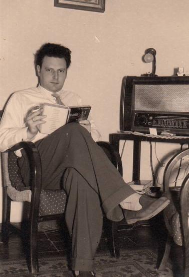 Buch, lampe, Lesen, Radio, rauchen, Stuhl, zigarette