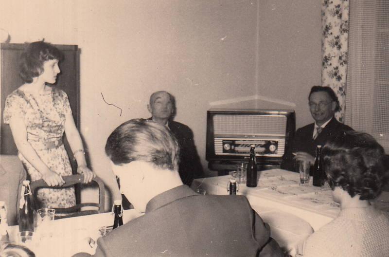 Bier, Radio, Stuhl, tafel, tisch
