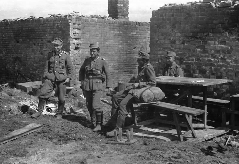 2.Weltkrieg, Bank, europa, mauer, ruinen, soldat, tisch, Uniform