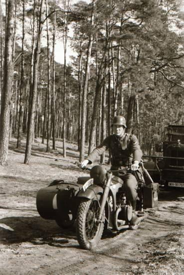 beiwagen, BMW R12, KFZ, Lastwagen, LKW, Motorrad, Motorradgespann, PKW, soldat, Uniform, wald, Wehrmacht
