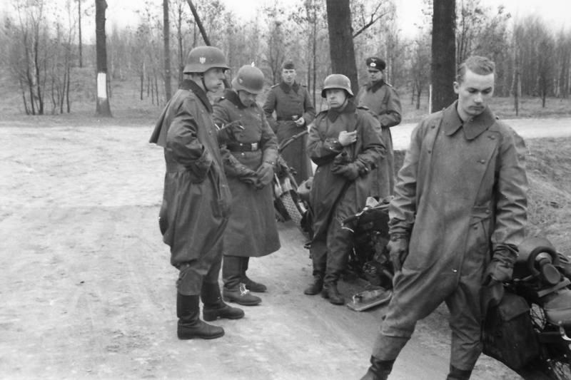 mantel, Motorrad, pause, soldat, straße, Straßenrand, Uniform