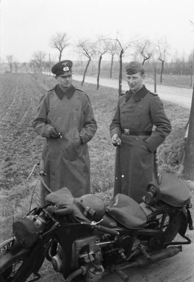 mantel, Motorrad, rauchen, soldat, Uniform, zigarette