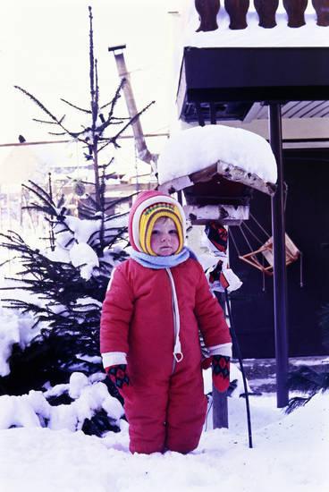 handschuhe, Kindheit, mütze, schnee, schneeanzug, vogelhaus, winter, Winterklamotten