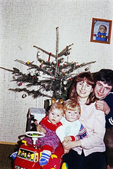 familie, feuerwehrauto, Foto, Kindheit, Tannenbaum, Weihnachten, Weihnachtsbaum, Weihnachtszeit