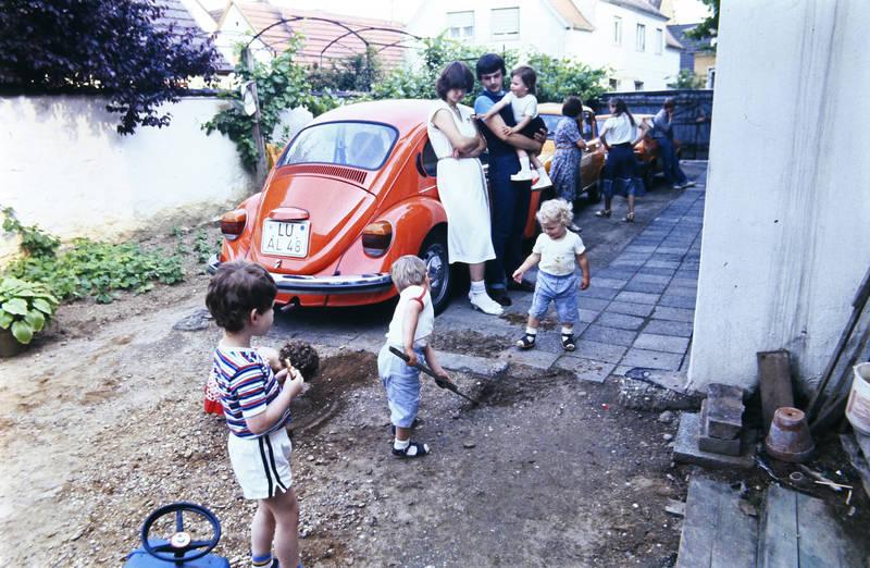 auto, KFZ, kind, Kindheit, PKW, renault-r4, spielen, VW Käfer
