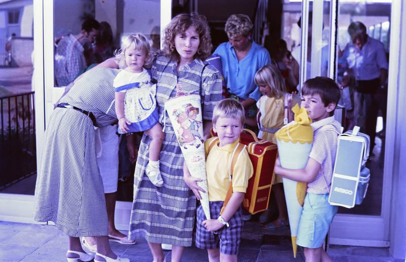 Amigo, Einschulung, Erster Schultag, familie, Rucksack, schule, Schüler, Schulranzen, Schultüte