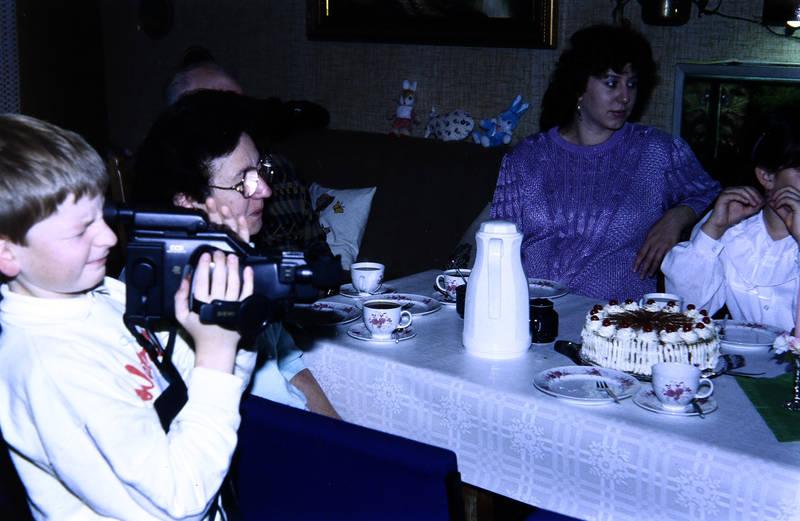 familie, filmen, Kamera, Kameramann, kuchen, Schwarzwälderkirschtorte, torte, Videokamera