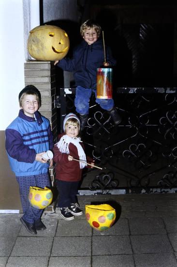 Geschwister, Halloween, Kindheit, kürbis, Laterne, St. Martin