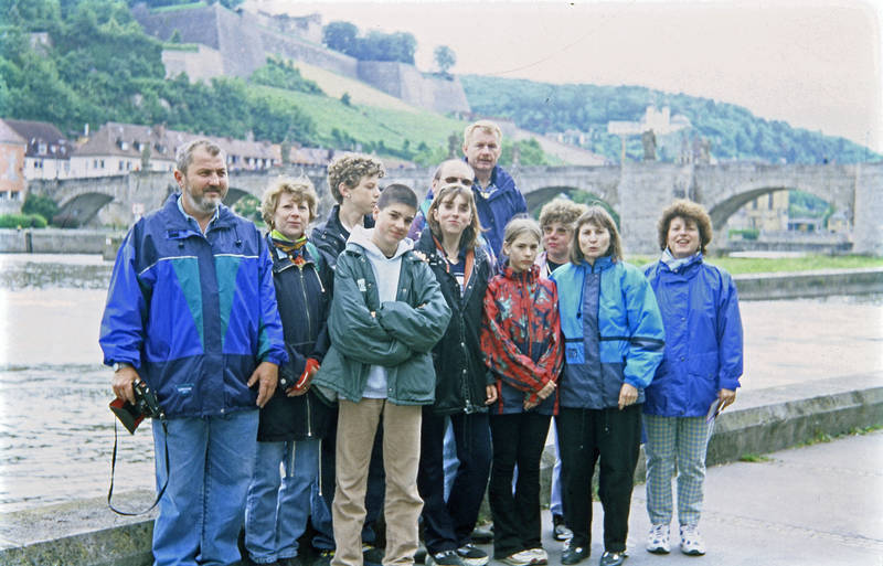Alte Mainbrücke, ausflug, brücke, familie, fluss, main, Regenjacke, spaziergang, stadt, Wanderung, Würzburg