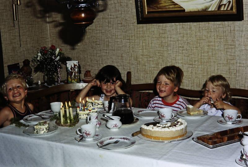 kaffee, Kerze, Kindertisch, Kindheit, kuchen