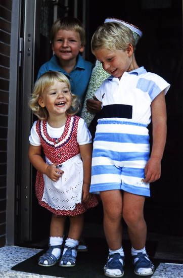 Erster Schultag, Geschwister, Haustür, Kindheit, Schultüte