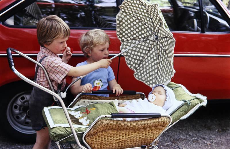 Geschwister, kinderwagen, Kindheit, lederhose, Sonnenschirm