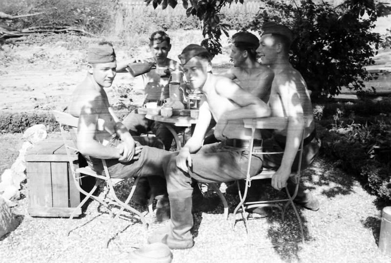 kaffee, mütze, soldat, Stuhl, tisch