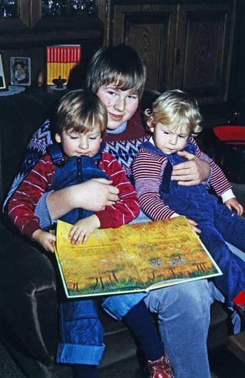 Bruder, Buch, Geschwister, Kindheit, Lesen, Vorlesen