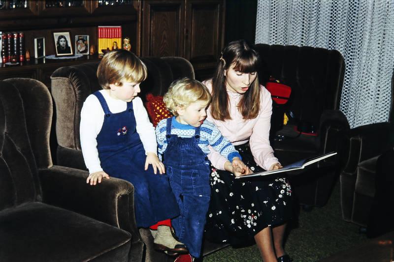 Buch, Kindheit, Mutter, sessel, Vorlesen, wohnzimmer