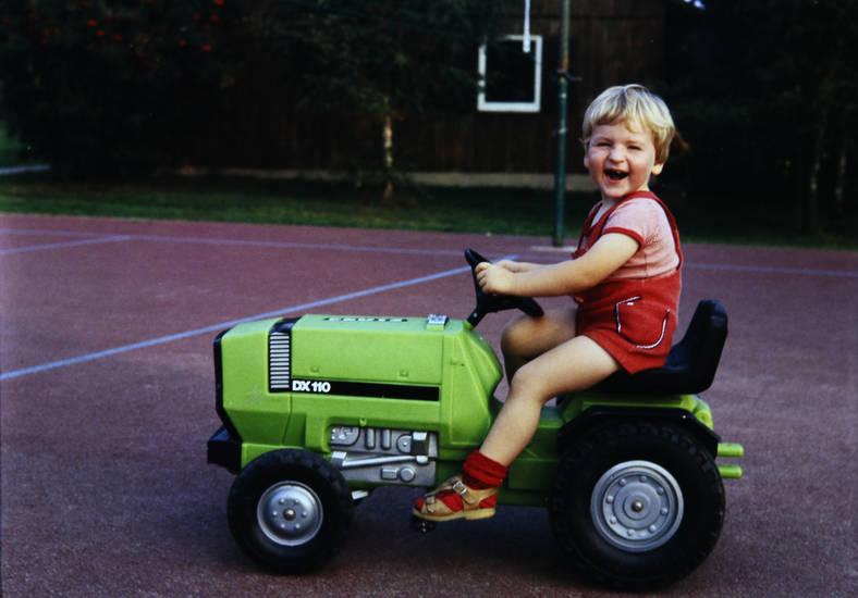 DX110, kind, Kindheit, spielen, spielzeugtraktor, traktor