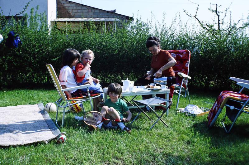 essen, familie, kaffee, Kaffeekanne, Kindheit, kuchen, picknick, tennisschläger