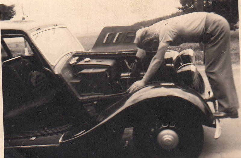 auto, hansa 1100, KFZ, Motor, PKW, Reparatur, Schraubenzieher