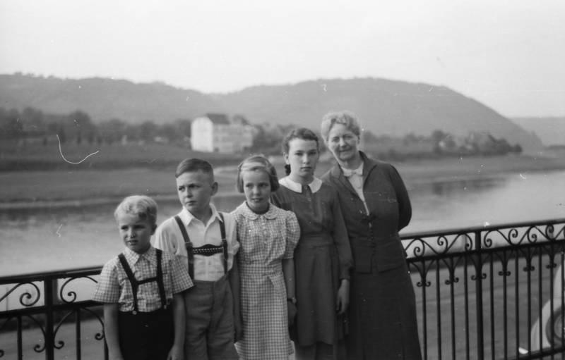 brodenbach, Geländer, Hemd, hosenträger, Kindheit, Mosel, rock, sternburg