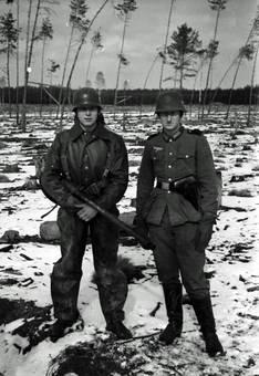 Zwei Soldaten im Schnee