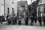 Wehrmacht mit Flaggen