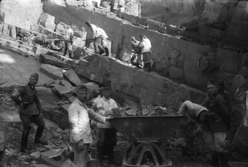 Wehrmacht bei Bergarbeit