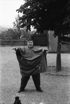Wehrmachtssoldat in Regenjacke