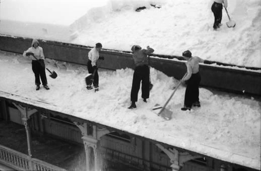 Schnee vom Dach schippen