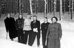 Gruppenbild vor dem Wald