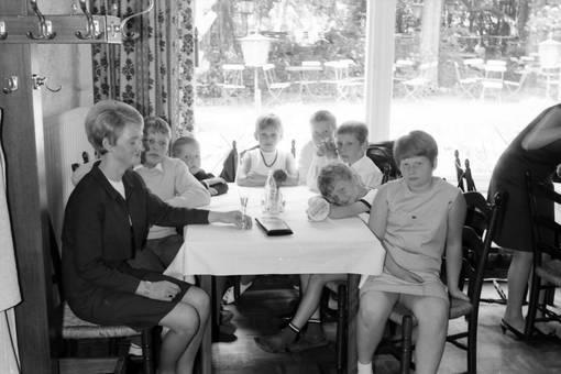 Im Lokal mit den Kindern