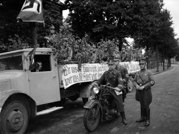 hakenkreuz, KFZ, Motorrad, Nationalsozialismus, PKW, SA, Sturmabteilung, Transporter, Uniform, zweiter weltkrieg