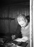 Soldat mit Notizbüchern