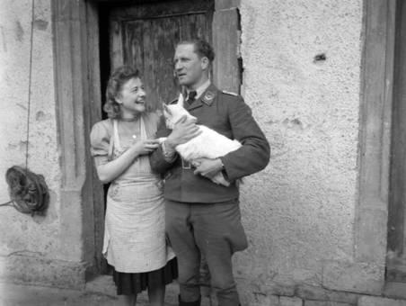 Frau und Soldat mit Zicklein