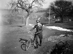 Soldat mit Fahrrad