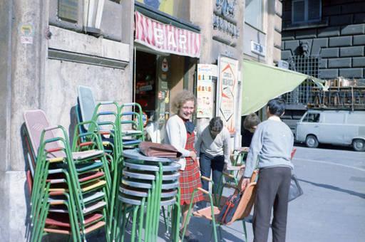 Vor dem Eiscafé