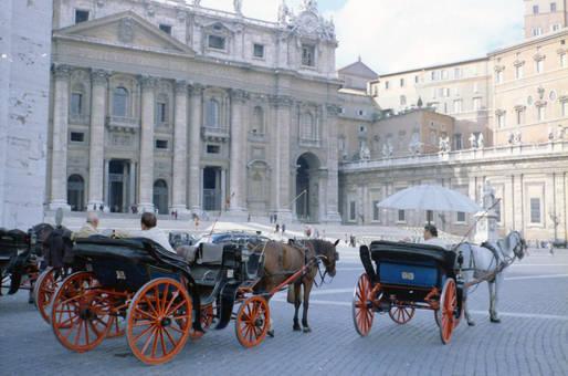 Kutschen am Petersdom