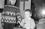 Kind mit Glas