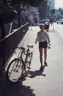 Junge mit Fahrrad