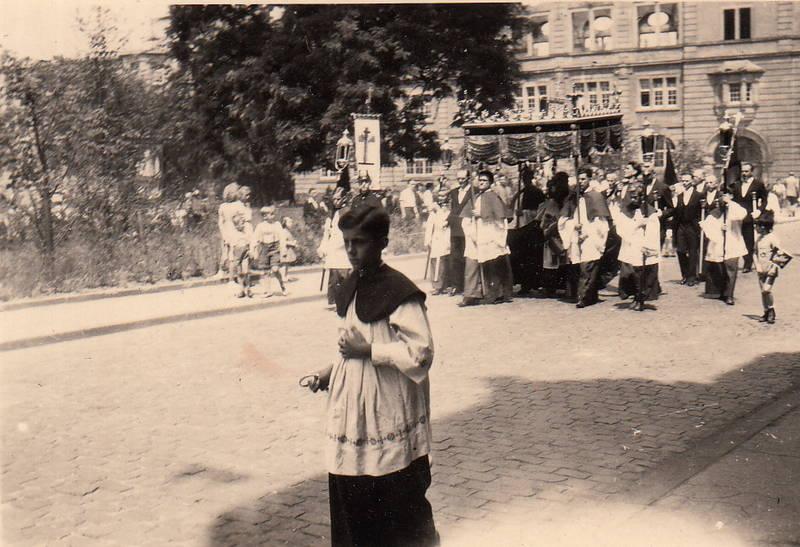 baldachin, Fronleichnam, fronleichnamprozession, Geistlicher, köln, Köln-Nippes, Messdiener, Messe, Prozession