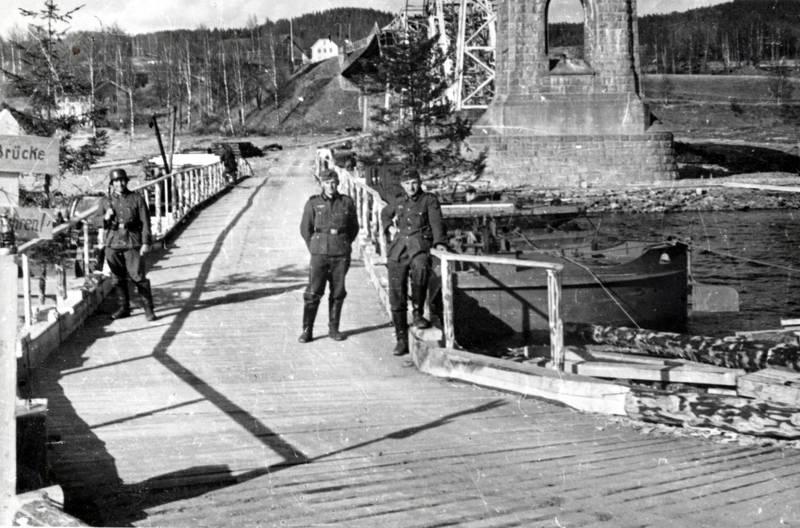 baum, brücke, minnesund, Minnesund jernbanebru, Nationalsozialismus, Norwegen, soldat, Uniform
