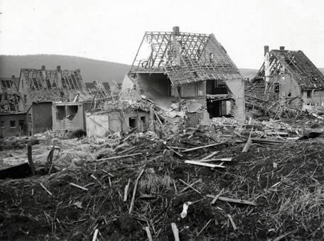 Häuser nach dem Bombenangriff