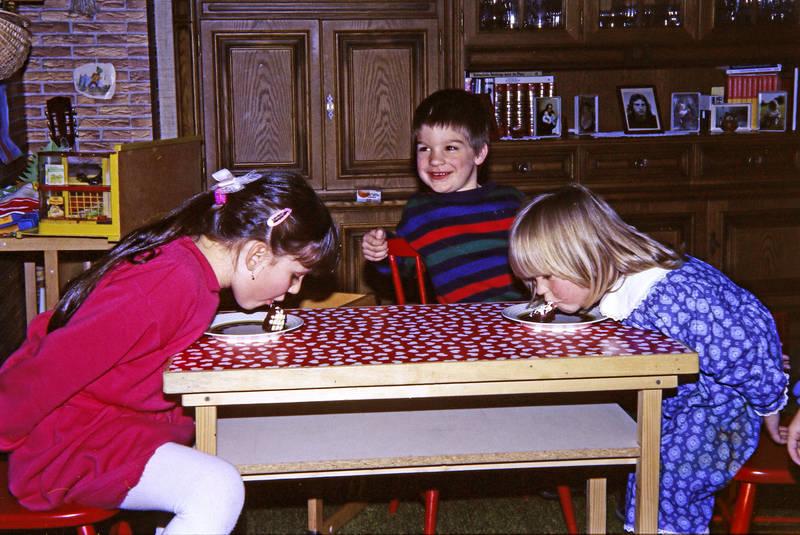 dickmann, freunde, Kindergeburtstag, Kindheit, schokokuss, Spaß, spiel, wettessen