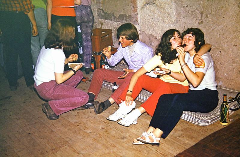 alkohol, Bier, essen, Jugendliche, Keller, Matratze, party, studenten, trinken