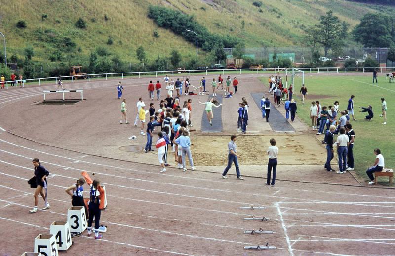 Jugendliche, schule, sport, Sportfest, Stadion, Weitsprung
