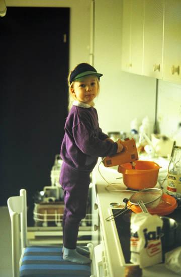 Backen, kind, Kindheit, Küche, mixer, Rührgerät, Stuhl, Teig