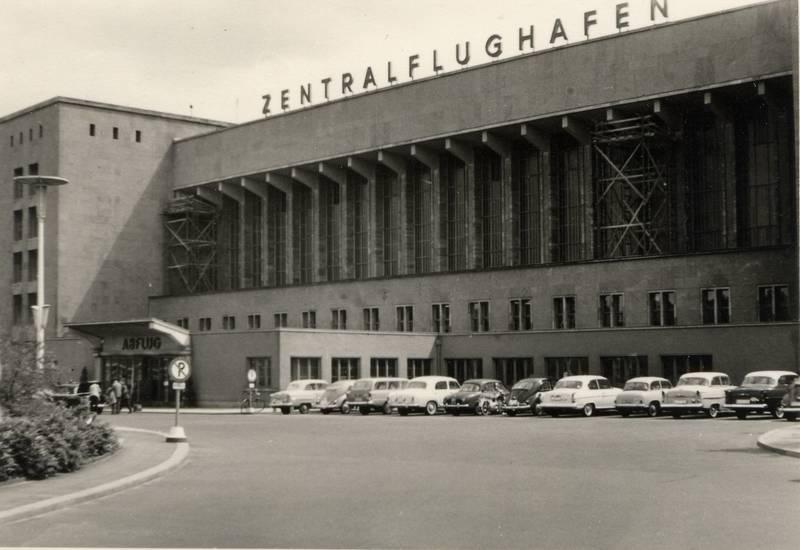 auto, berlin, Flghafen, Flughafen, KFZ, PKW, rekord-p2-caravan, tempelhof, VW-Käfer